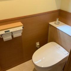 トイレのリフォーム。腰壁と珪藻土で快適な空間づくり