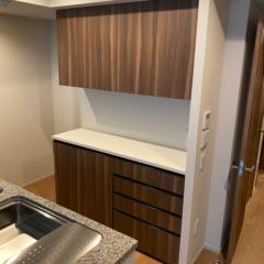 新築マンションに特注食器棚をお納めしました。