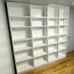 大きな白い本棚